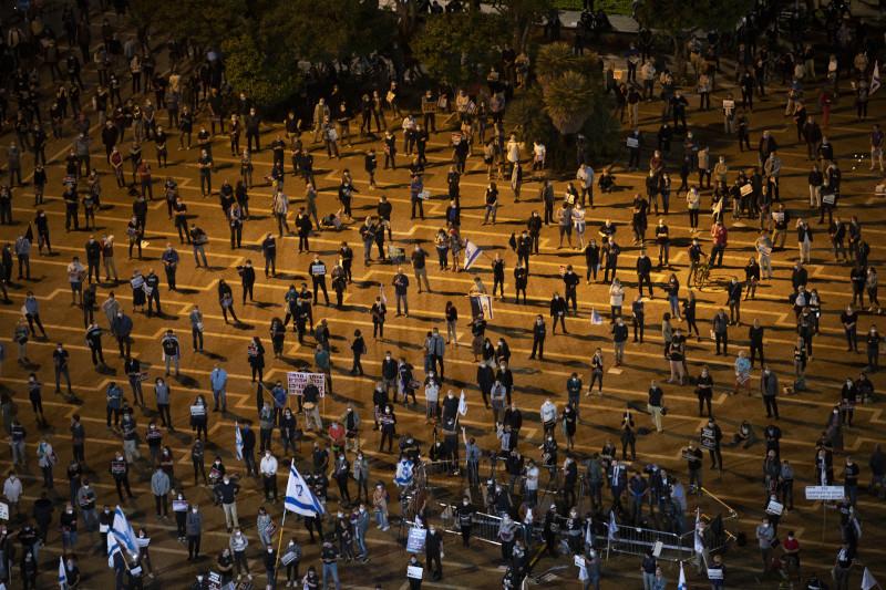Κρατώντας τις απαραίτητες αποστάσεις διαμαρτυρήθηκαν οι διαδηλωτές / Φωτογραφία: ΑΡ