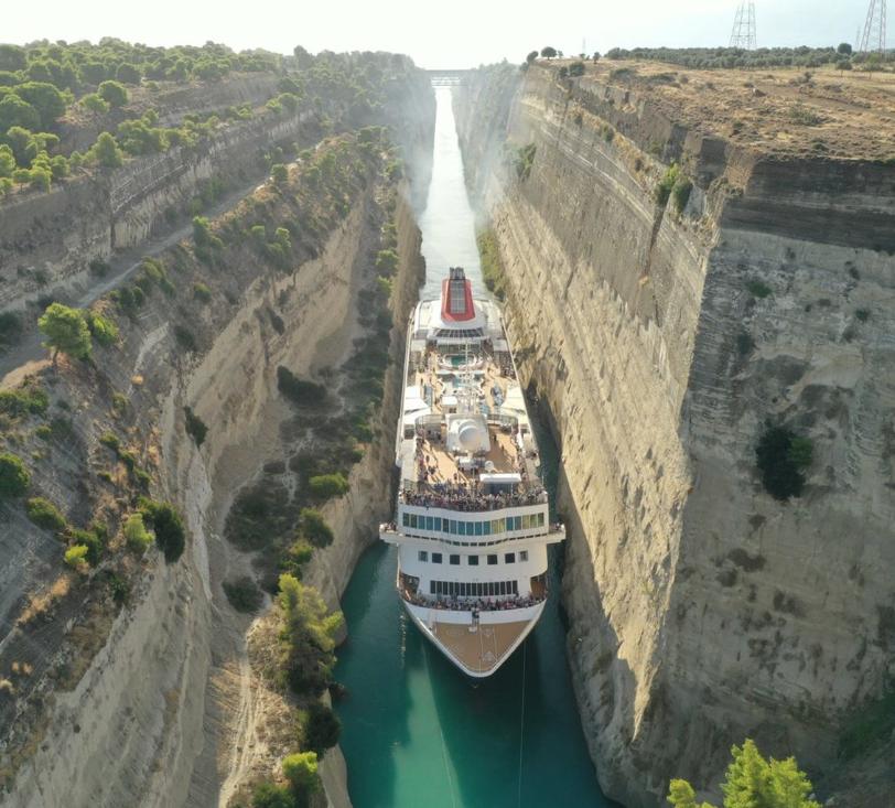 Το τεράστιο κρουαζιερόπλοιο στον Ισθμό της Κορίνθου