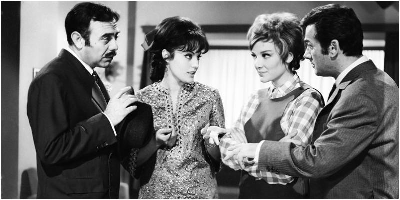 «Μια Ιταλίδα από την Κυψέλη» 1968: Δημ. Νικολαΐδης, Καίτη Παπανίκα, Μάρω Κοντού, Αλέκος Αλεξανδράκης -Φωτογραφία: finosfilm