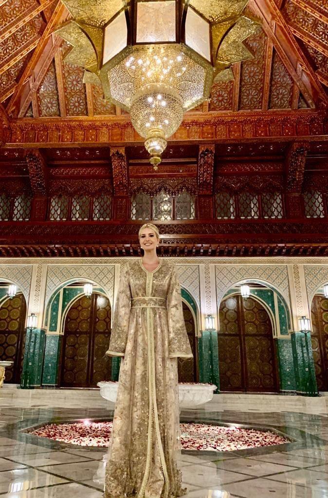 Η Ιβάνκα Τραμπ με χρυσή παραδοσιακή φορεσιά του Μαρόκο