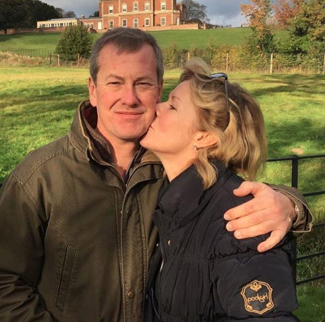 Ο Ιβάν Μαουντμπάτεν διατηρεί άψογη σχέση με την πρώην σύζυγό του και μένουν μαζί στο ίδιο σπίτι