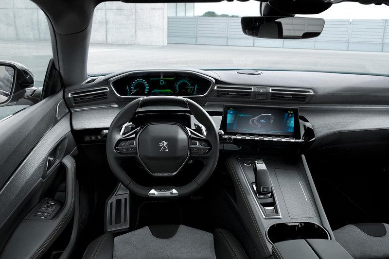 Το εσωτερικό του υβριδικού Peugeot 508
