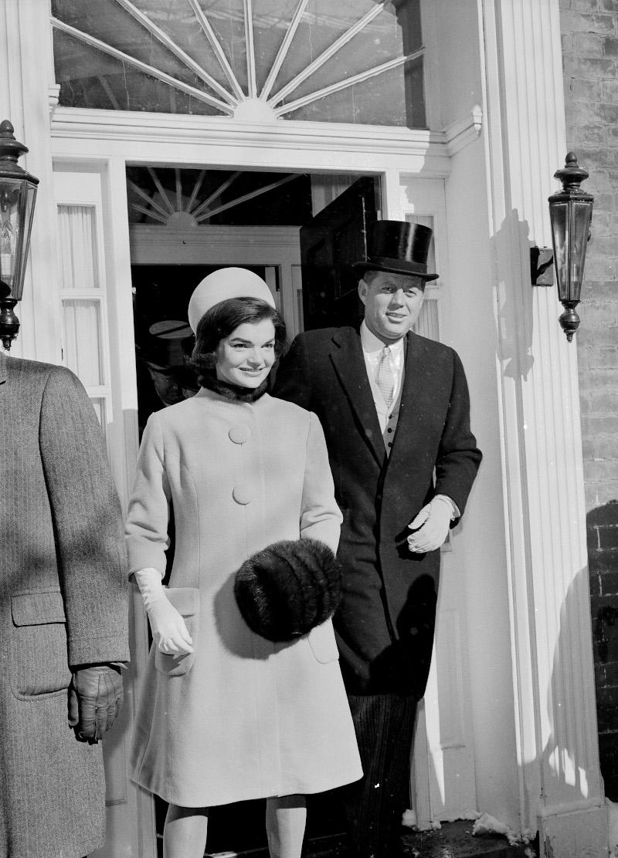 Η Τζάκι Κένεντι με τον σύζυγό της Τζον Φ. Κένεντι την ημέρα της ορκωμοσίας του
