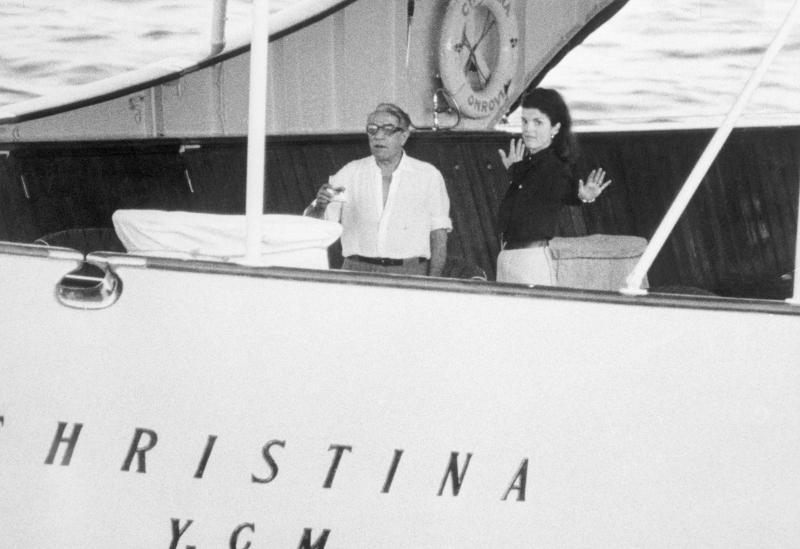 Αριστοτέλης Ωνάσηςκαι Τζάκι Κένεντι επάνω στην θαλαμηγό «Χριστίνα]»