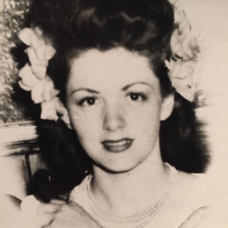 Η μητέρα του Σιλβέστερ Σταλόνε σε μια ασπρόμαυρη φωτογραφία