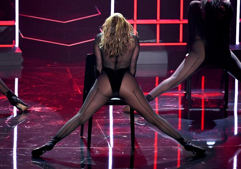JLo επί σκηνής με το σέξι κορμάκι της