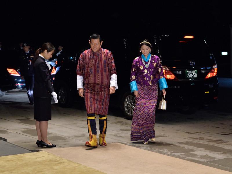 Η βασίλισσα Τζετσούν Πέμα του Μπουτάν με παραδοσιακό φόρεμα