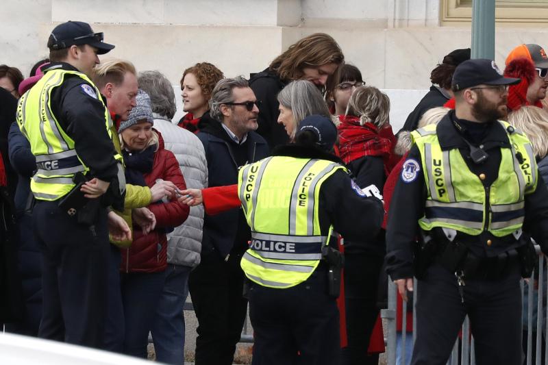 Ο αακίν Φίνιξ, γνωστός για την ακτιβιστική του δράση, πήρε μέρες σε διαδήλωση για την κλιματική αλλαγή