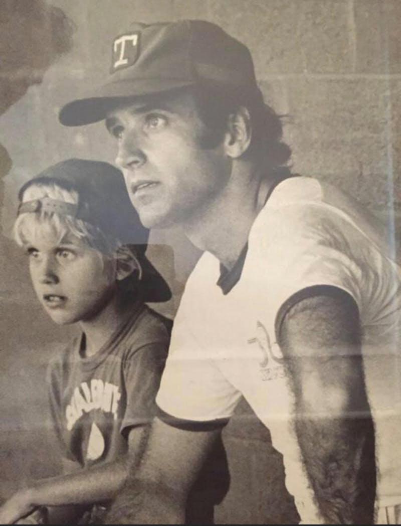 Ο Τζο Μπάιντεν σε ένα παιχνίδι μπέιζμπολ με τον αείμνηστο γιο του, Μπο, στη δεκαετία του '70