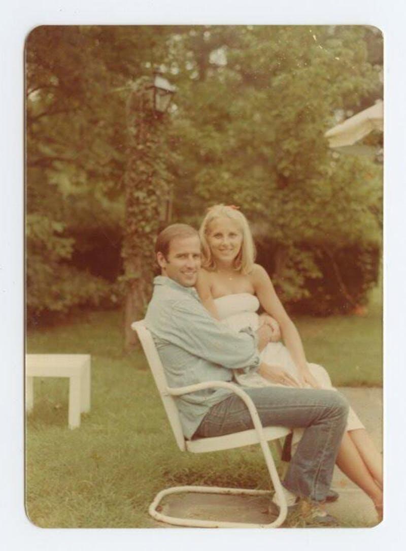 Ο Τζο Μπάιντεν με τη σύζυγό του, Τζιλ, στα νιάτα τους