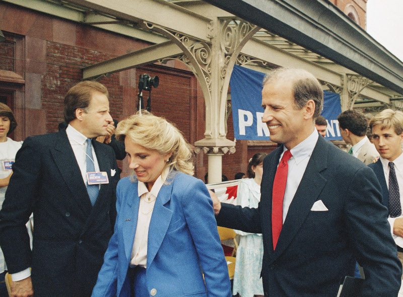 Ο Τζο Μπάιντεν αμέσως μετά την ανακοίνωση της υποψηφιότητάς του για την προεδρία των ΗΠΑ το 1987