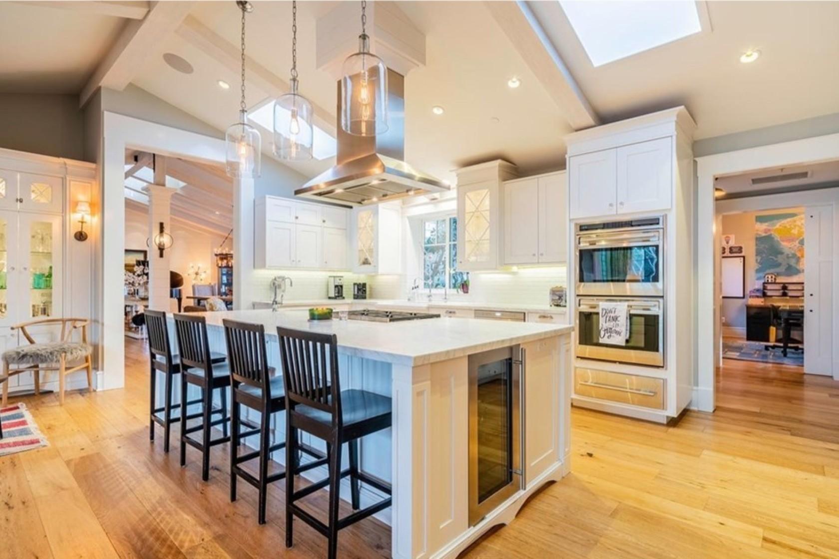 Εικόνα από την κουζίνα του σπιτιού που αγόρασε ο Τζον Στάμος
