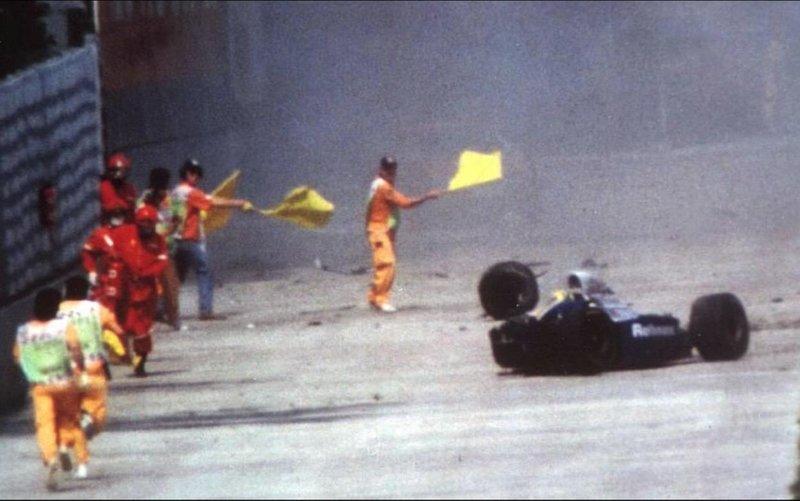 Το διαλυμένο αυτοκίνητο του Αιρτον Σένα στην πίστα της Ιμολα