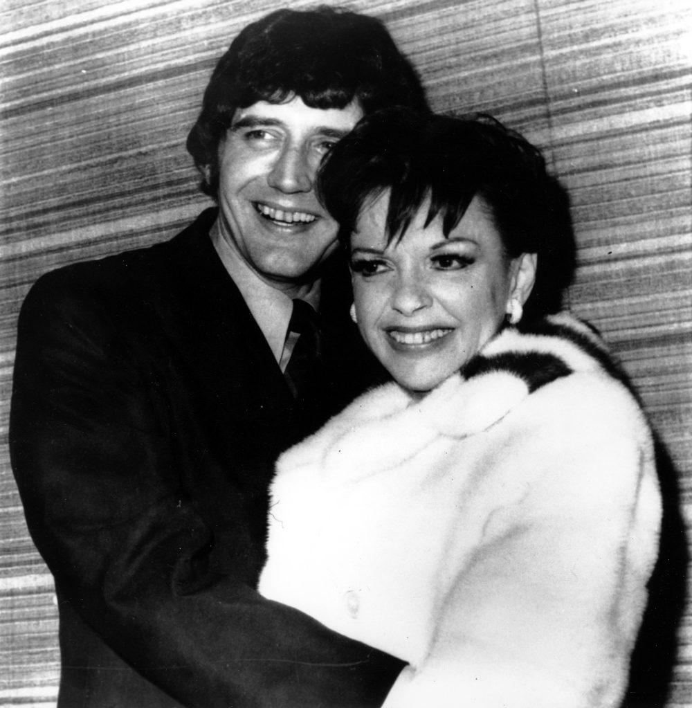 Η Τζούντι Γκάρλαντ με τον τελευταίο της σύζυγο Μίκι Ντινς