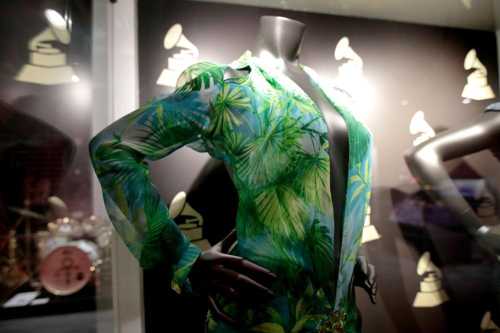 Το διάσημο φόρεμα της Τζένιφερ Λόπεζ στο μουσείο των βραβείων Grammy