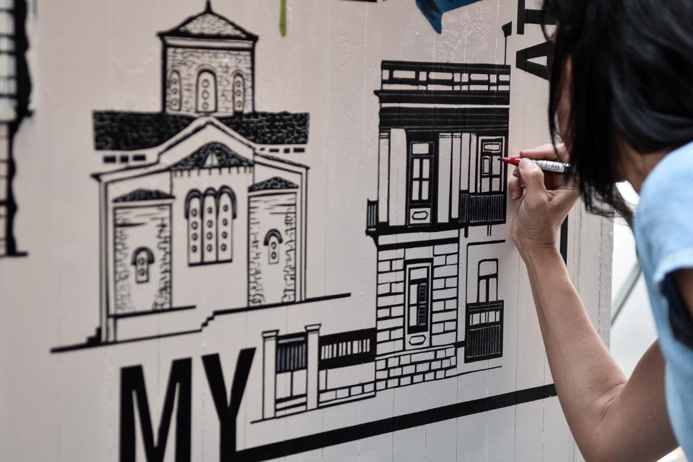 Αλλοι καλλιτέχνες επέλεξαν σπρέι και άλλοι μαρκαδόρους για να δώσουν τη δική τους καλλιτεχνική ματιά στο ΚΑΦΑΟ που τους εμπιστεύτηκε ο Δήμος της Αθήνας