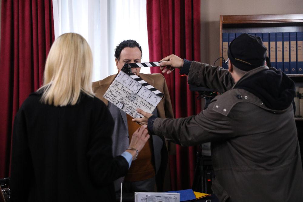 Κλακέτα για μια σκηνή από τα επόμενα επεισόδια του Καφέ της Χαράς, με τους Ζέτα Δούκα και Χάρη Ρώμα