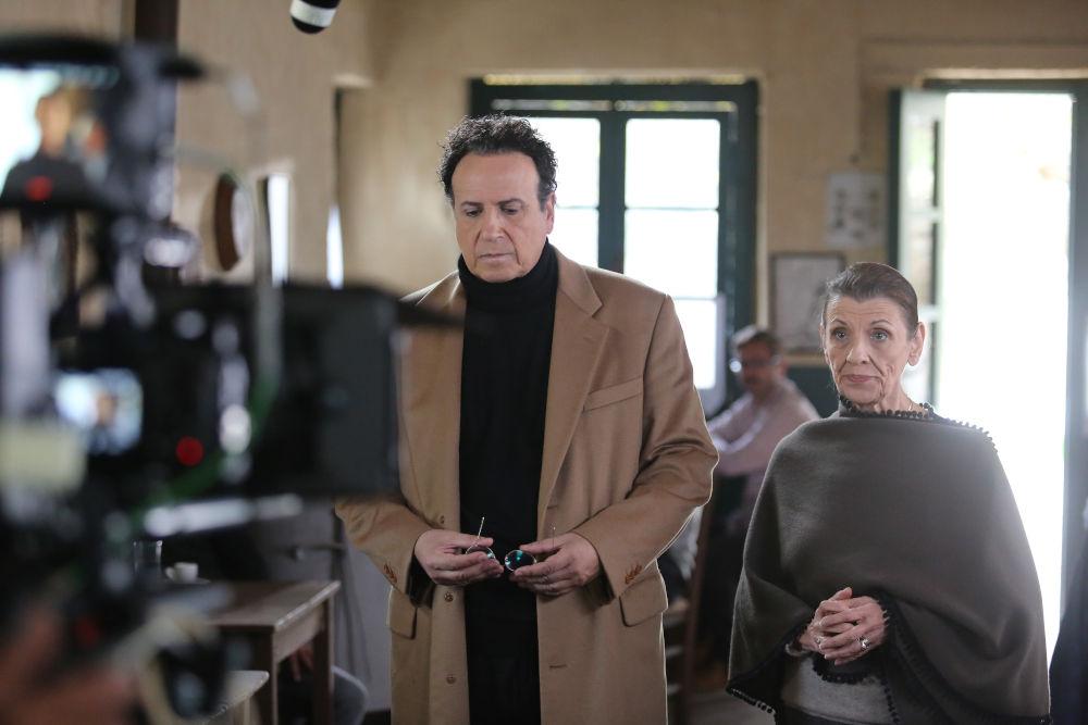 Χάρης Ρώμας και Μαρία Κανελλοπούλου σε γύρισμα για τα νέα επεισόδια του «Καφέ της Χαράς»