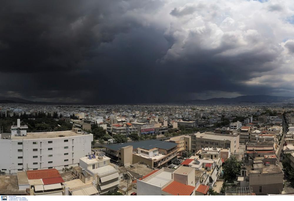 Καταιγιδοφόρο νέφος, ύψους 10 χλμ., έπληξε την Αττική -Τι καιρό θα κάνει αύριο