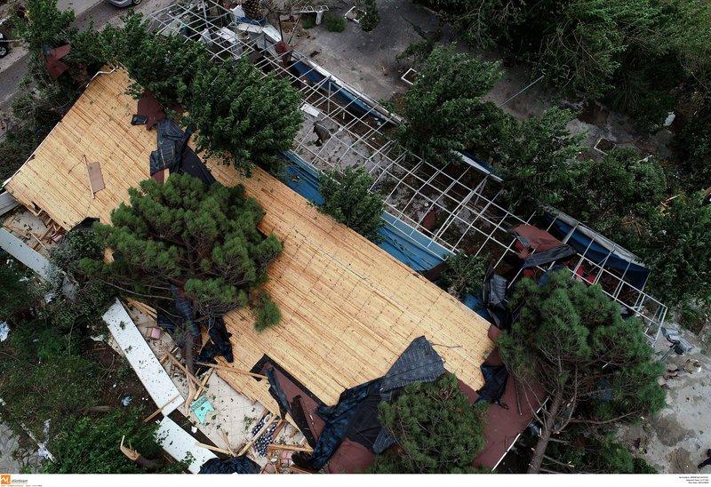 Η μοιραία στέγη του εστιατορίου που έπεσε -Εκεί έχασαν τη ζωή τους μία μητέρα με το γιο της