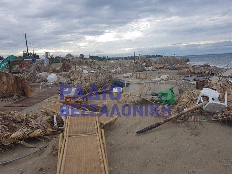 Στιγμιότυπα από τις καταστροφές που προκάλεσε η κακοκαιρία στη Χαλκιδική