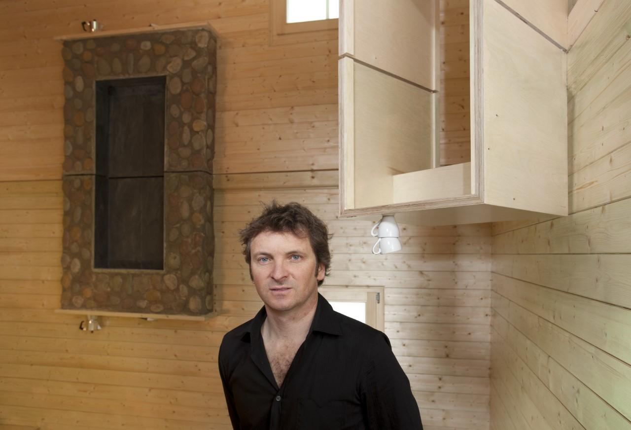 καλλιτεχνης ξυλινο δωμάτιο