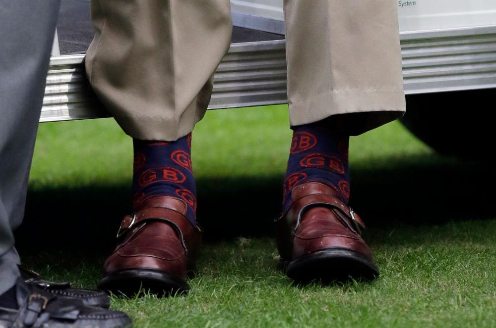 Οι κάλτσες του Τζορτζ Μπους σε μπλε χρώμα με το μονόγραμμά του GB να ξεχωρίζει σε κόκκινη απόχρωση