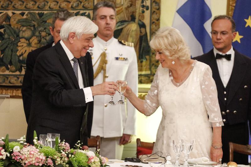 Προκόπης Παυλόπουλος Καμίλα λευκό φόρεμα
