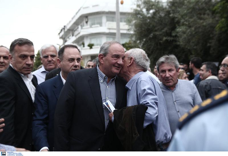 Ο πρώην πρωθυπουργός και πρόεδρος της ΝΔ, Κώστας Καραμανλής, προσέρχεται στην ομιλία του Κ. Μητσοτάκη στο Περιστέρι