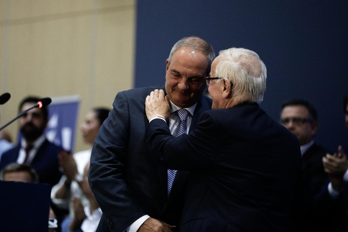 Ο πρόεδρος της Διοικούσας Επιτροπής Νομού Θεσσαλονίκης της ΝΔ, Τάσος Σπηλιόπουλος με τον Κώστα Καραμανλή