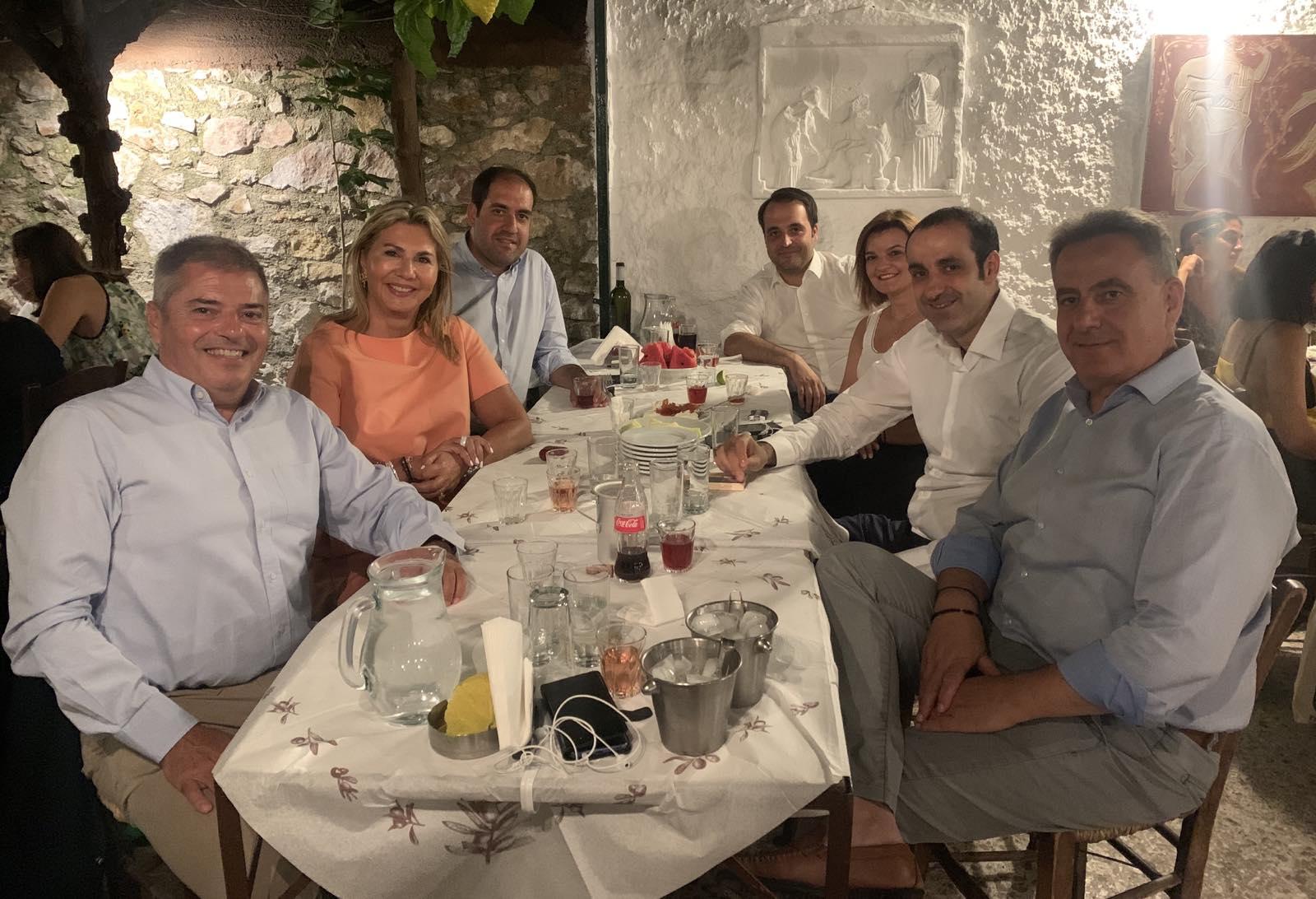 Από αριστερά: Παναγής Καππάτος, Ζέττα Μακρή, Γιάννης Κεφαλογιάννης,  Χρήστος Δερμεντζόπουλος, Μαρία Κεφάλα, Γρηγόρης Δημητριάδης, Θανάσης Καββαδάς