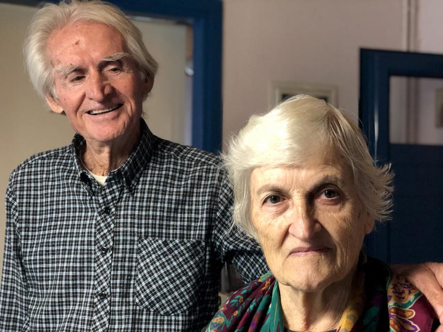 Ο Γιώργος Κολατσός 81 ετών και η σύζυγός του Κίρκη 83 ετών, στο νησί Καστό
