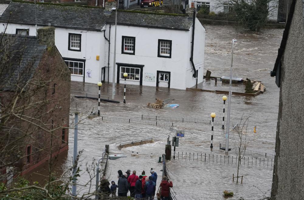 Δρόμοι πλημμύρισαν από την καταιγίδα Κιάρα στην Αγγλία