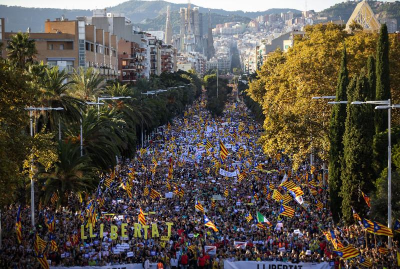 Οι δρόμοι της Βαρκελώνης πλημμύρισαν από διαδηλωτές