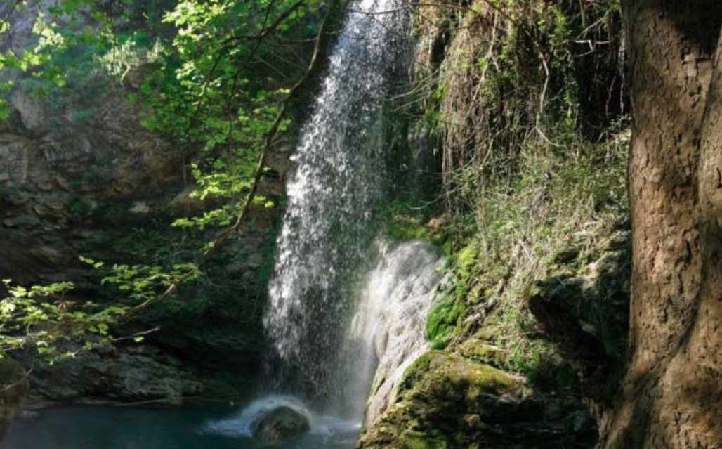 """The waterfall of """"Fonissa"""" in Kythira that keeps a..""""deep"""" secret 