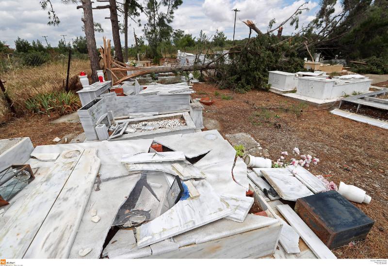 Τεράστιες οι καταστροφές στο νεκροταφείο από την θεομηνία