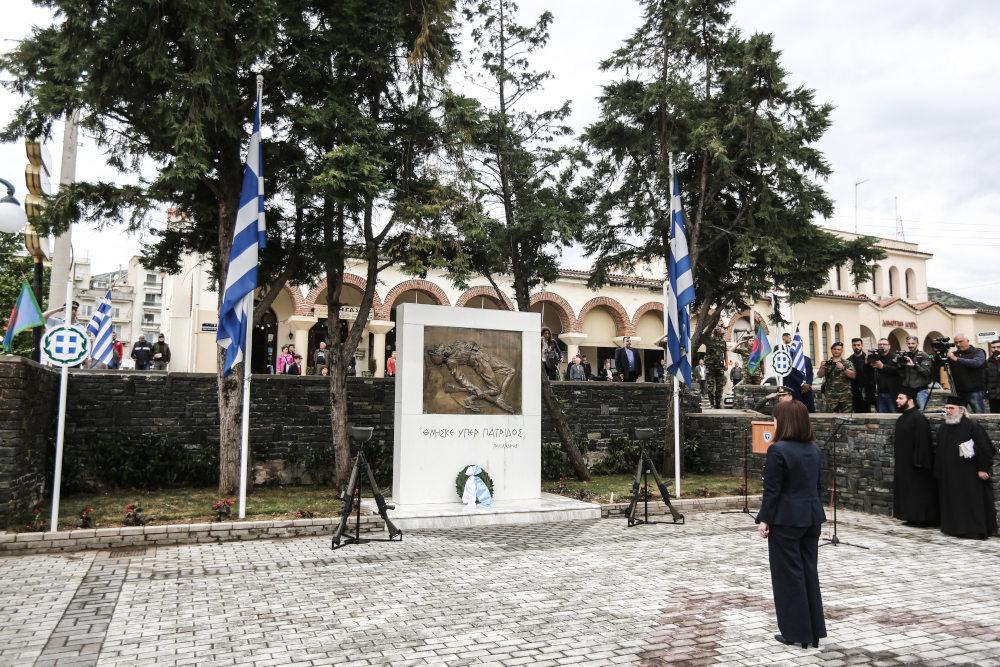 Κατάθεση στεφάνου στο μνημείου του αγνώστου στρατιώτη στην Ξάνθη