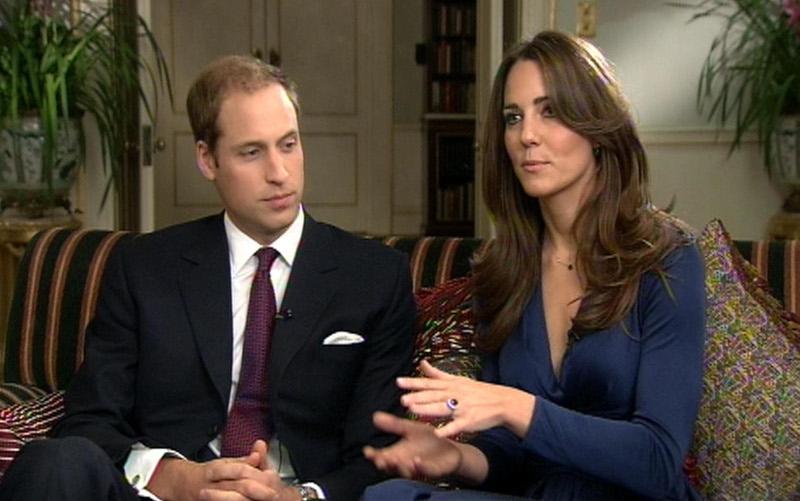 Ο πρίγκιπας Γουίλιαμ και η Κέιτ Μίντλετον με το δαχτυλίδι της πριγκίπισσας Νταϊάνα, την ημέρα που ανακοίνωσαν τους αρραβώνες τους