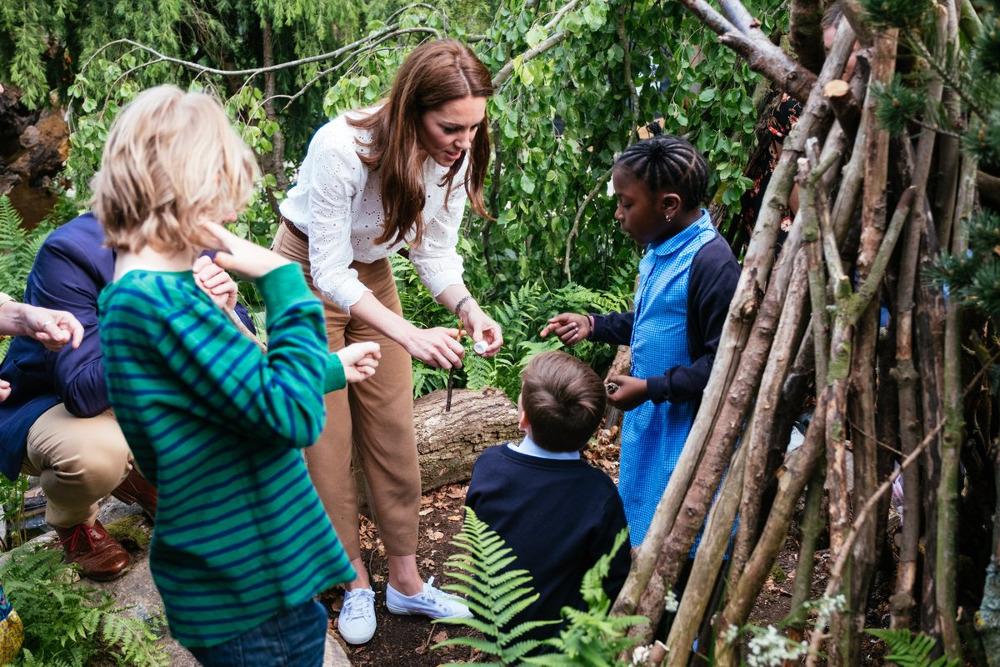 Η Κέιτ Μίντλετον ψήνει mashmallows με παιδιά