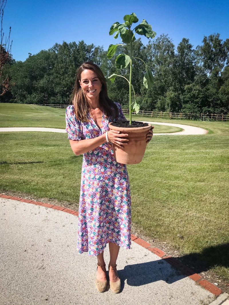 Η Κέιτ Μίντλετον πήρε την γλάστρα της, το λουλούδι της και πήγε στο νοσοκομείο για να το φυτέψει με παιδιά