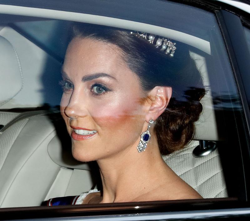 Η Κέιτ Μίντλετον με ζαφειρένια σκουλαρίκια