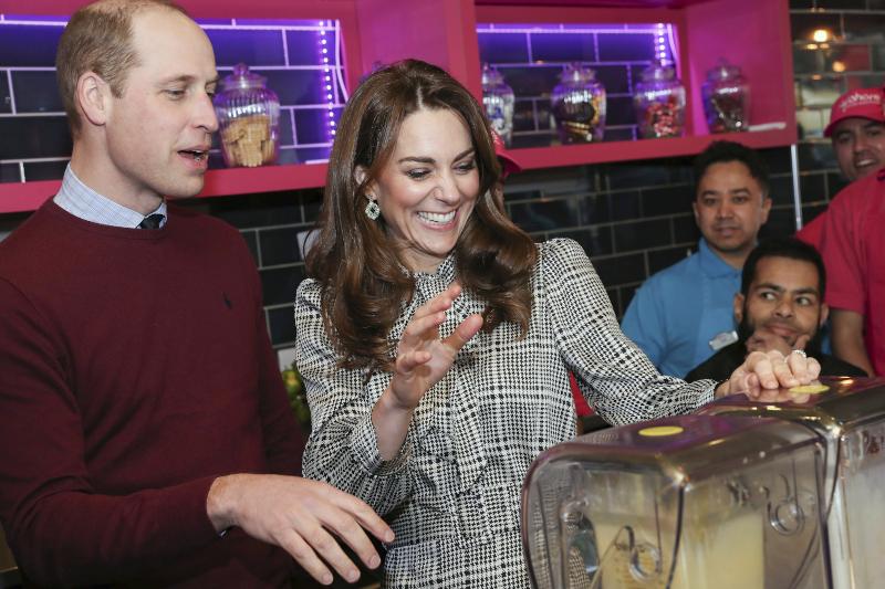 Η Κέιτ Μίντλετον και ο πρίγκιπας Γουίλιαμ φτιάχνουν milkshake