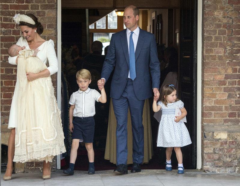 Ο πρίγκιπας Γουίλιαμ και η Κέιτ Μίντλετον μαζί με τα τρία τους παιδιά, πρίγκιπα Τζορτζ, πριγκίπισσα Σάρλοτ και πρίγκιπα Λιούις