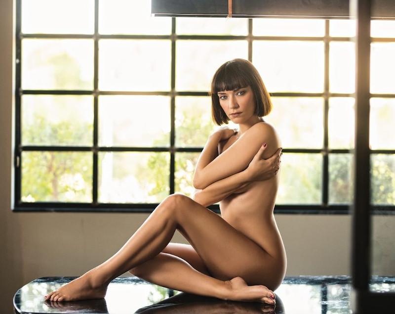 Η ηθοποιός Κατερίνα Μισιχρόνη γυμνή