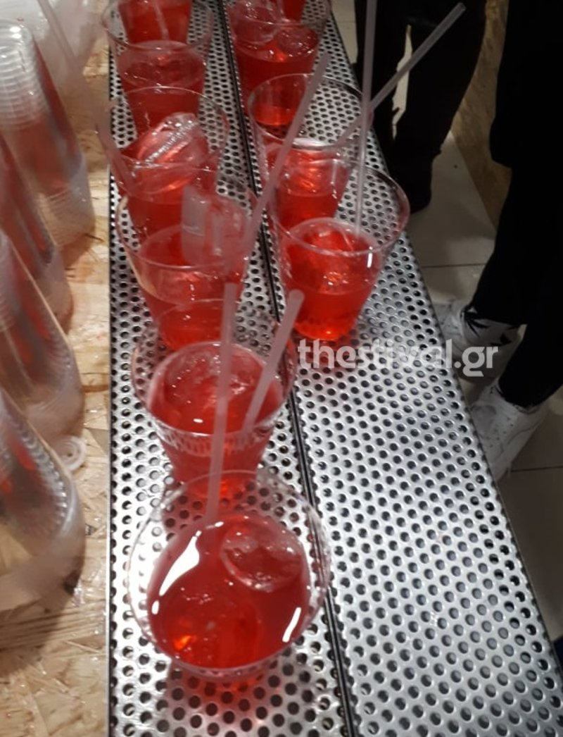 Αρκετά ποτήρια γεμάτα με το κοκτέιλ «Νοτοπόλιταν» της Κατερίνας Νοτοπούλου