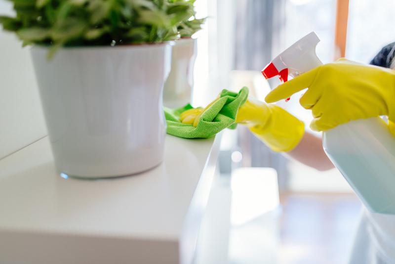 Ολοι γνωρίζουμε ένα άτομο το οποίο έχει μανία με τη καθαριότητα