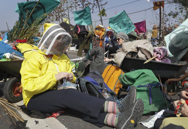 Πλέξιμο σε καθιστική διαμαρτυρία