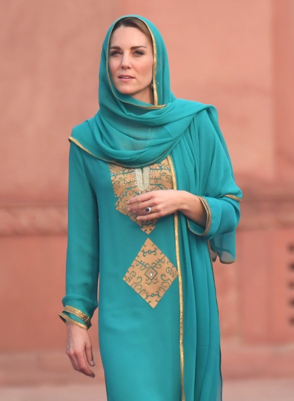 Πανέμορφη η Κέιτ Μίντλετον μέσα στο παραδοσιακό ένδυμα του Πακιστάν