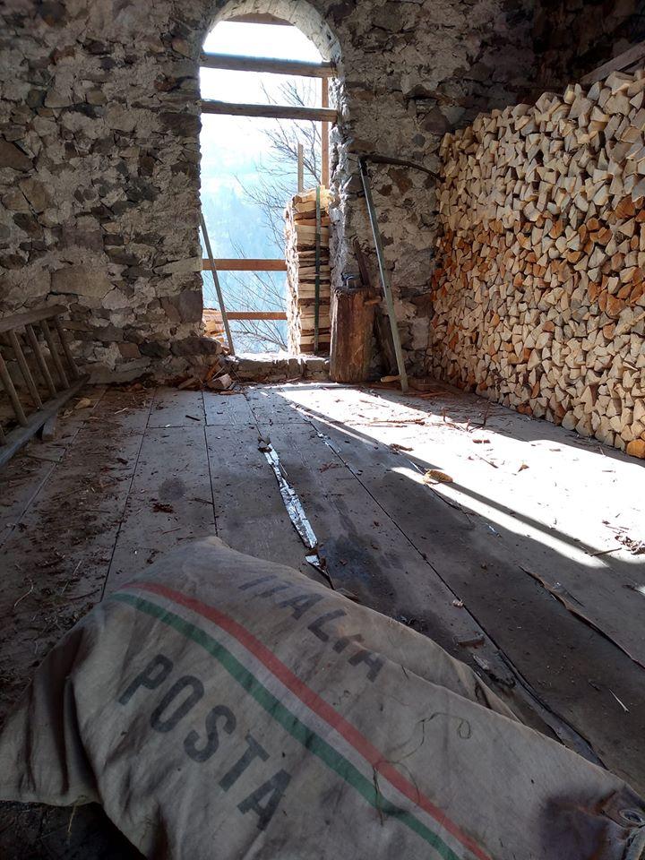 Ο Ντάγκλας Ροκ απέκτησε με μόλις ένα ευρώ μια τριώροφη κατοικία στην Τοσκάνη, που διαθέτει ένα κελάρι με παλιά ξεχασμένα βαρέλια κρασιού