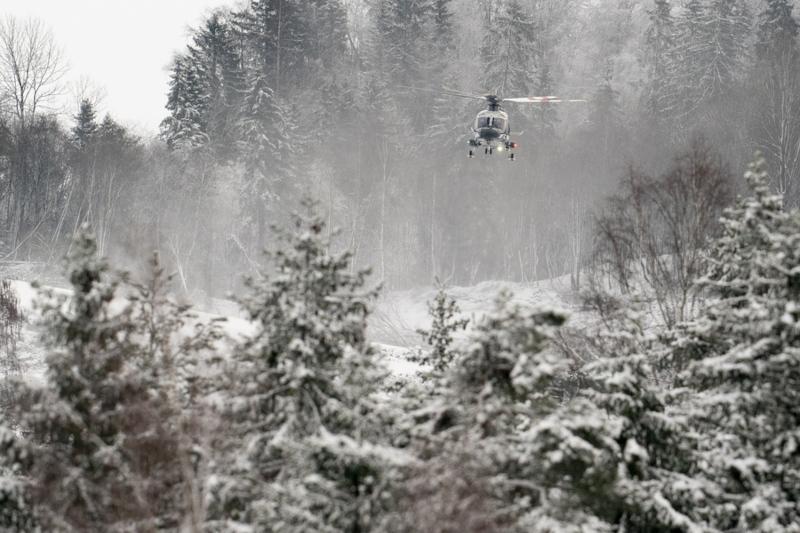 Οι Αρχές αναζητούν επιζώντες με ελικόπτερα, drones και ειδικά εκπαιδευμένα σκυλιά